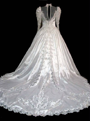 67gownb.jpg Modest vintage bridal gown back