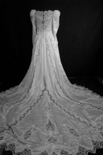 25gownbwithtraina.jpg Vintage bridal wedding gown