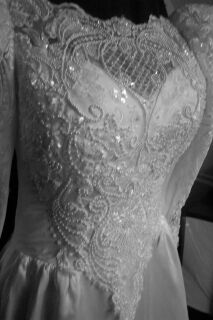 25gownfcua.jpg Vintage bridal gown frong bodice