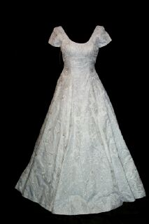 Saison Blanche Bridal Wedding Gown 27gownsf.jpg