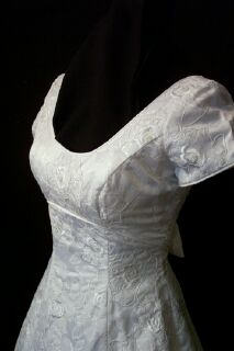 Saison Blanche bridal wedding gown 27gownsfcu.jpg