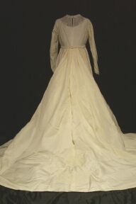 gown32-96bt.jpg Vintage wedding bridal gown  back