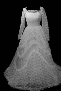 gowns7fa.jpg Modest vintage wedding gown front