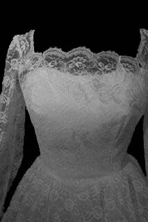 gowns7fcua.jpg Vintage modest wedding gown front